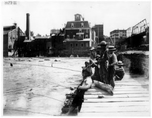 1895FishingontheDam